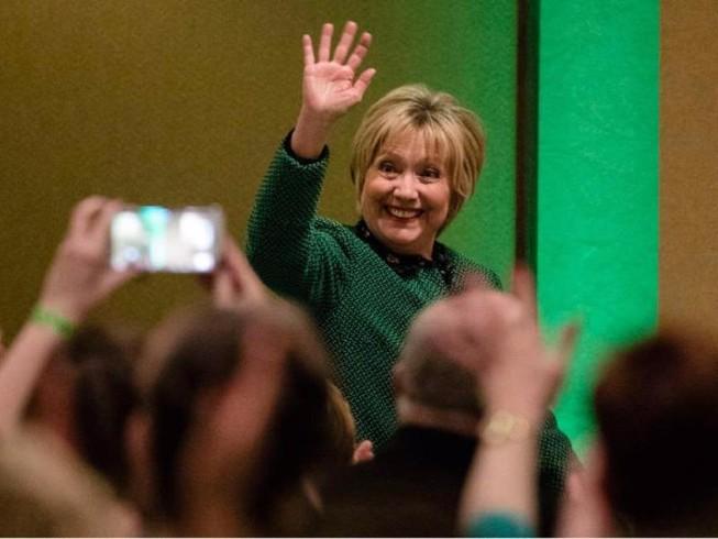 Bà Clinton tuyên bố ngừng ẩn dật, sẵn sàng trở lại