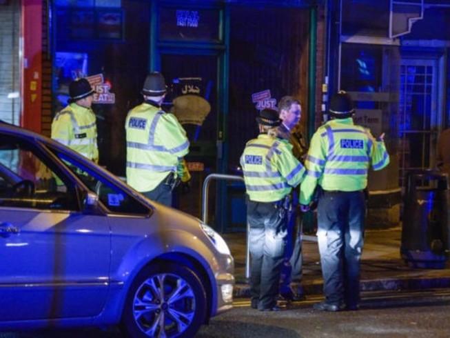 Cảnh sát đột kích nơi ở nghi phạm khủng bố London