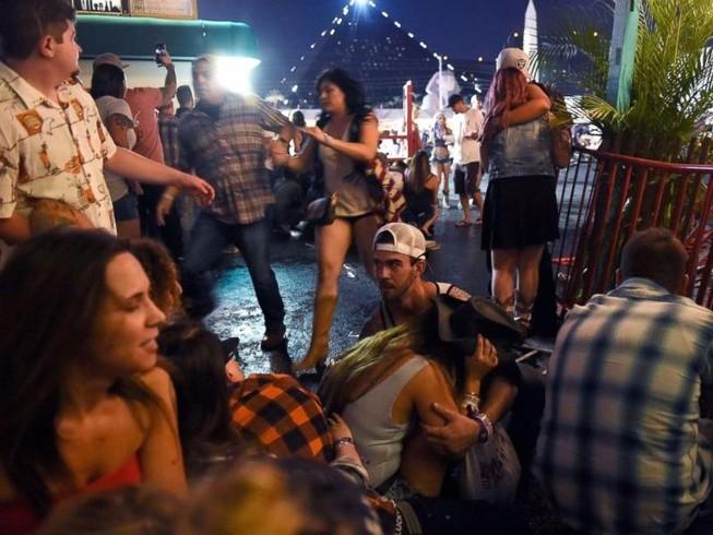 Hung thủ 64 tuổi xả súng giết hơn 50 người ở Las Vegas