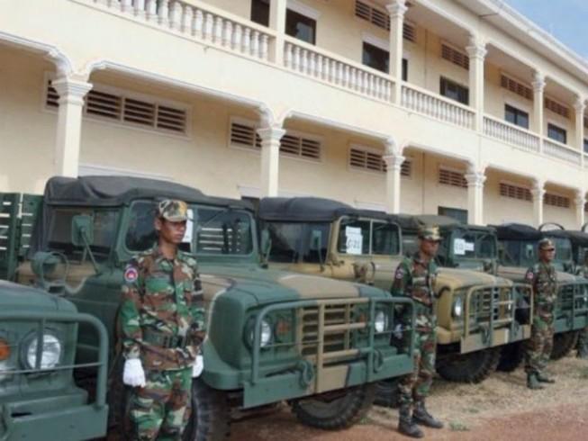 Hàn Quốc tặng hơn 200 xe quân sự cho Campuchia
