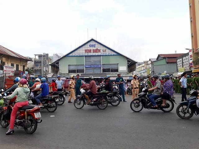 Cháy cạnh chợ Kim Biên