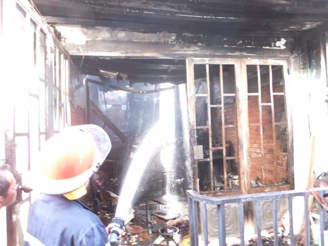 Ngôi nhà cháy rụi trong lúc chủ nhân đi tập thể dục