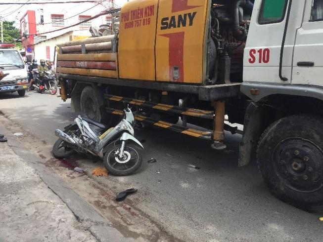 Bị xe tải cuốn vào gầm, một tài xế grap tử vong