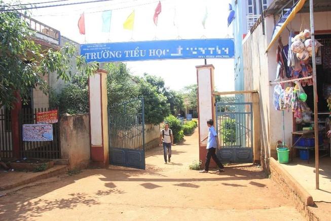Nữ kế toán trường tiểu học giả chữ ký tham ô hơn 200 triệu