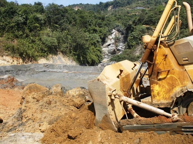 Yêu cầu điều tra toàn diện vụ vỡ đập chứa thải quặng