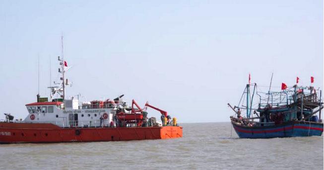 24 giờ đồng hồ tìm cứu 7 ngư dân trên biển