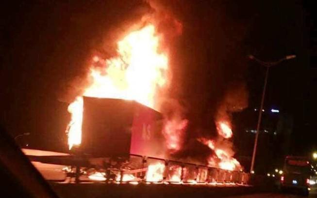 Thương tâm thai phụ tử vong trong vụ cháy xe
