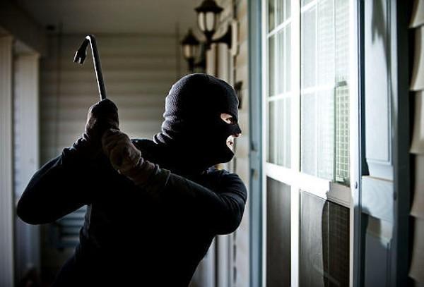 Băng trộm nhí cạy cửa lấy hơn nửa tỉ  đồng