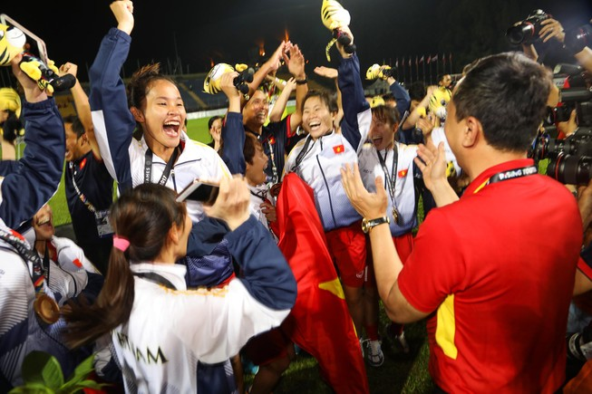Nóng: Cầu thủ nữ Việt Nam có bầu vẫn đá SEA Games