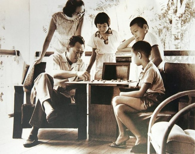 Ông Lý Quang Diệu dạy con như thế nào?
