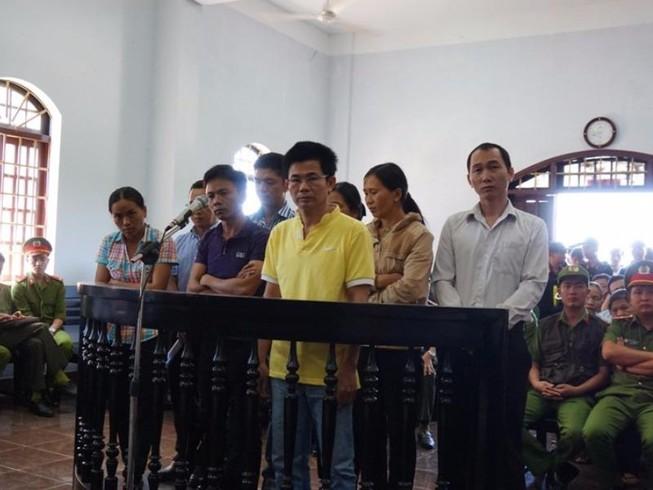Ra tòa, cựu trinh sát tố Trần Minh Lợi lấy 220 triệu