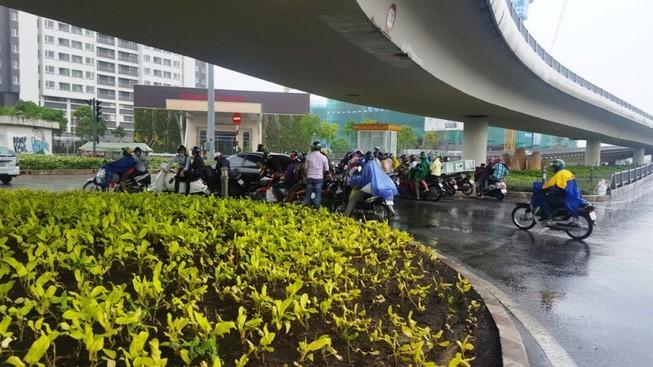 Người Sài Gòn hả hê với cơn mưa bất chợt