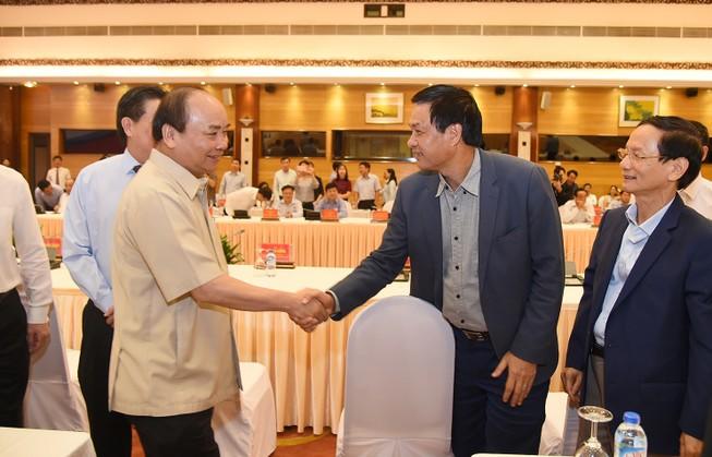 Thủ tướng đối thoại với 14 lãnh đạo tập đoàn tư nhân