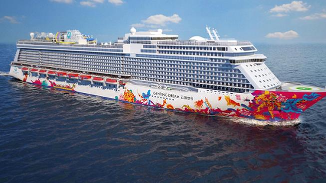 Tàu biển quốc tế Genting Dream trong một lần cập Cảng Hòn Gai, thành phố Hạ Long, tỉnh Quảng Ninh, đưa 2.500 khách du lịch đến vịnh Hạ Long- Ảnh minh họa