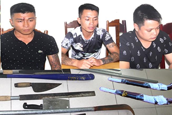 6 thanh niên nhiều lần nã súng vào nhà dân
