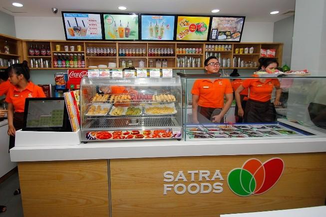 Cửa hàng Satrafoods đầu tiên tích hợp bán thức ăn nhanh