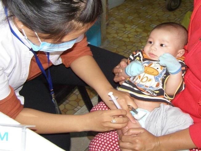 Trẻ dưới 1 tuổi buộc tiêm vaccine ngừa bạch hầu kẻo trễ