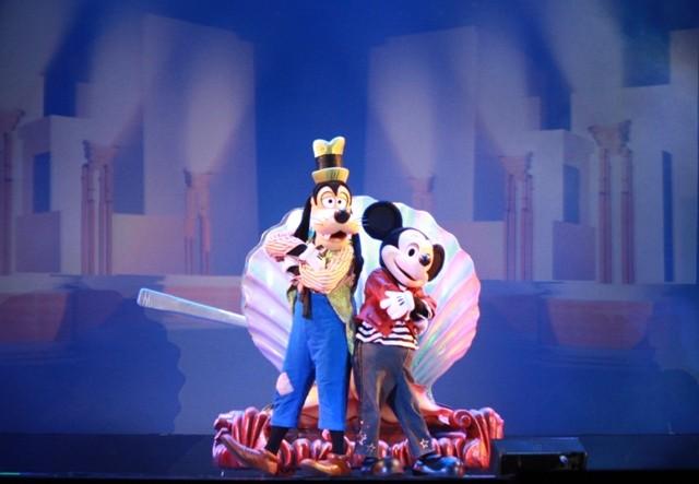 Chuột Mickey và nhiều nhân vật hoạt hình khác gây 'sốt' ở TP.