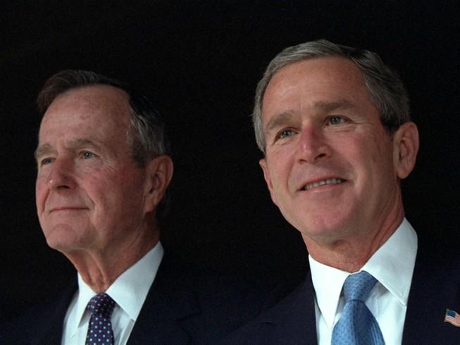 Tổng thống Bush 'cha' tuyên bố sẽ bầu cho bà Clinton