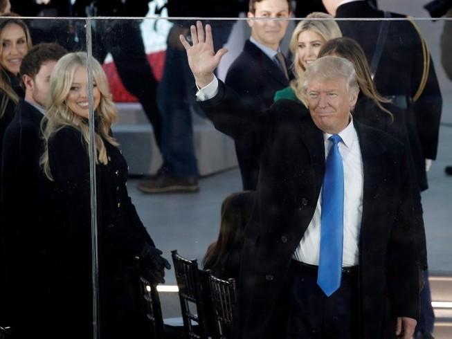 Nước Mỹ sắp có tổng thống mới, ông Trump đang làm gì?