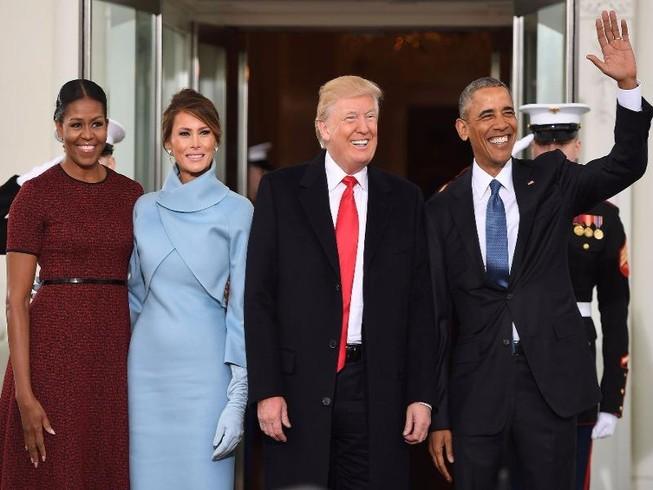Clip: Vợ chồng Obama đón vợ chồng Trump tại Nhà Trắng