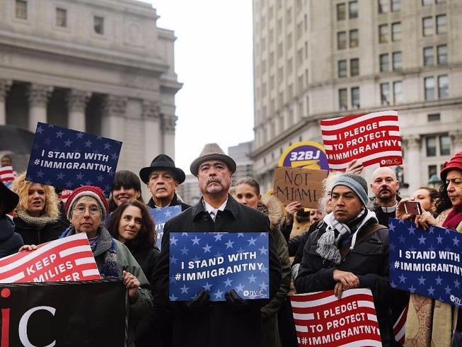 Mỹ náo loạn vì Trump ra lệnh cấm người Hồi giáo vào Mỹ