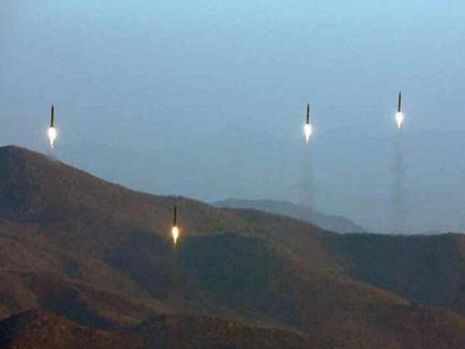 Triều Tiên lại mới phóng một loạt tên lửa