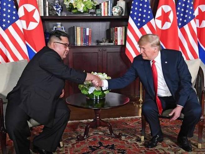 Ai ngồi cùng phòng gặp thượng đỉnh với hai ông Trump-Kim?