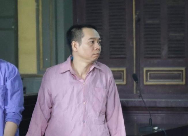Con rể giết cha mẹ vợ ra tòa chỉ gật và lắc