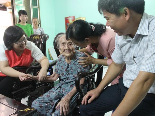 Lãnh đạo thành phố chúc Tết mẹ Việt Nam anh hùng