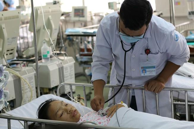 Chuyện lạ y khoa: 'Bắc cầu vượt' cho mạch máu để cứu bé gái