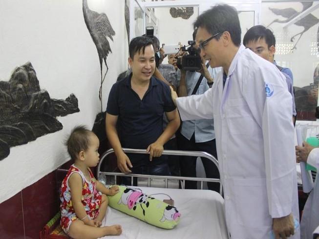 Phó Thủ tướng cám ơn các y, bác sĩ vất vả chống dịch