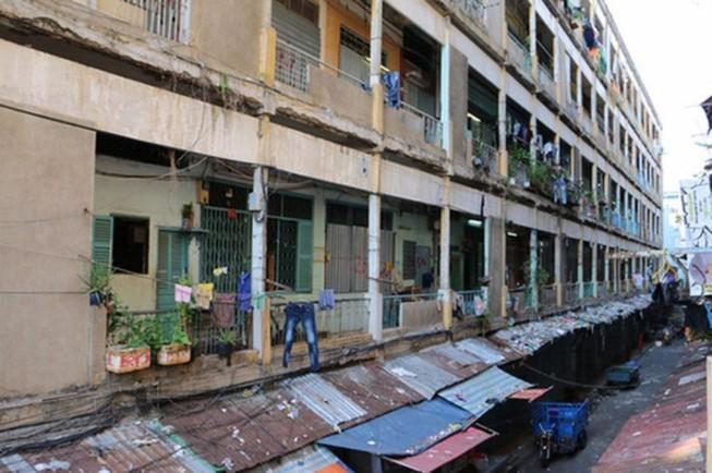Tháo dỡ khẩn cấp 2 chung cư ở trung tâm Sài Gòn