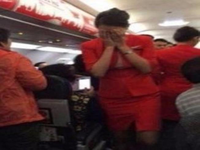 Đến trễ 14 phút, khách hành hung nhân viên hàng không