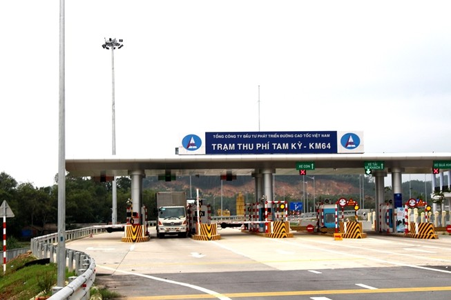 Xe 10 tấn tạm dừng lưu thông trên cao tốc Quảng Nam