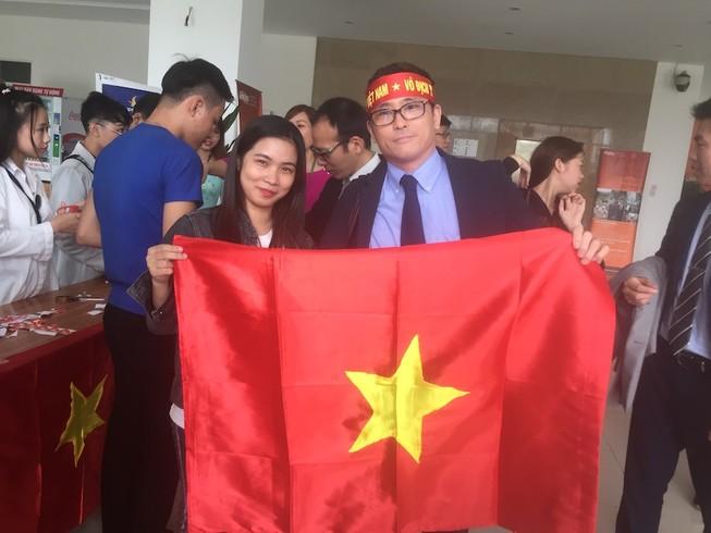 Người Nhật cổ vũ cho U-23 Việt Nam