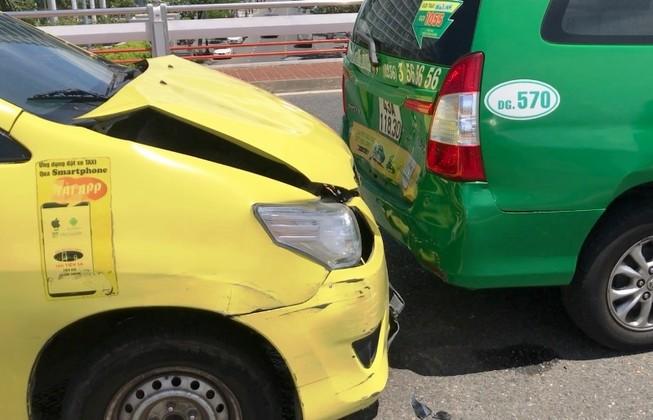 Đà Nẵng: Taxi húc nhau liên hoàn trên cầu Sông Hàn