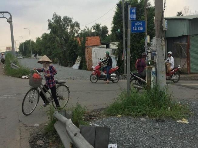 Ngổn ngang đường dẫn cao tốc TP.HCM - Trung Lương