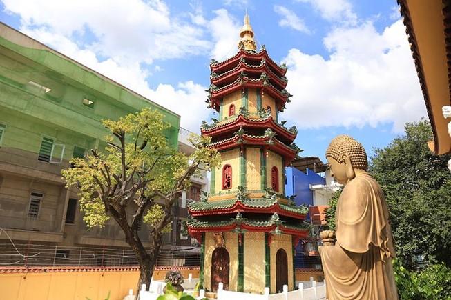 Cận cảnh ngôi chùa có tháp bằng gốm cao nhất Việt Nam