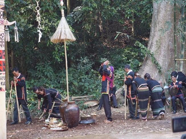 Về Đắk Lắk xem thầy cúng cầu mưa