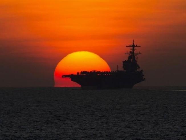 Tàu sân bay Mỹ bị 20 tàu chiến Iran 'nghênh đón'