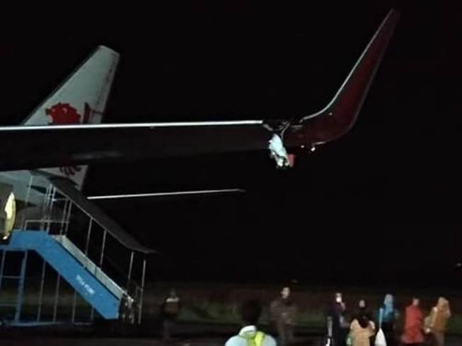Máy bay Lion Air đâm vào cột, vỡ cánh trái