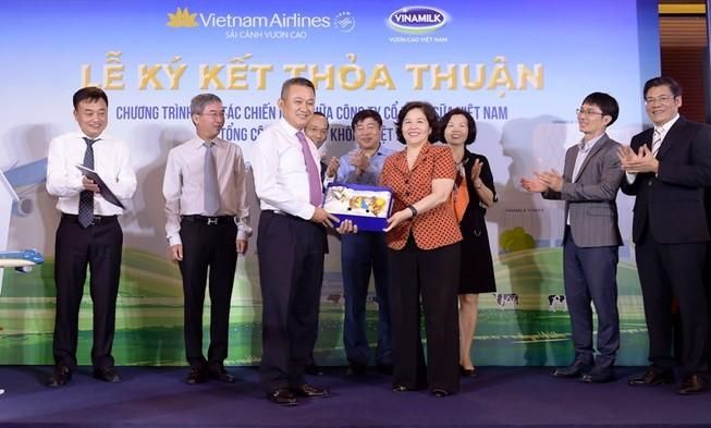 Vietnam Airlines và Vinamilk ký hợp tác chiến lược