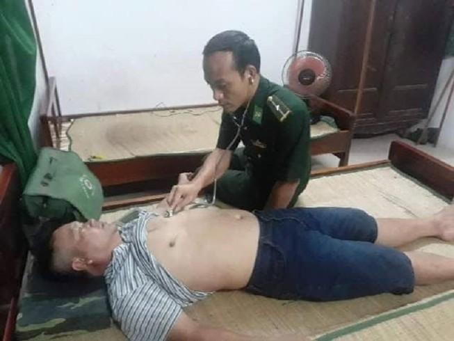9 ngư dân Quảng Nam bị sóng đánh chìm ở cửa biển Thuận An