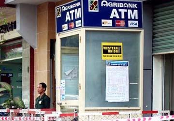 Hơn 60 máy ATM bị nhiễm điện