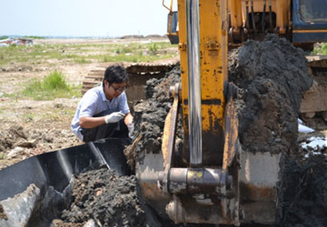 Xử lý 40 tấn bùn nhiễm thuốc trừ sâu ra sao?