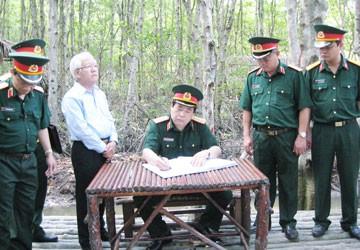 Đại tướng Phùng Quang Thanh thăm chiến khu Rừng Sác