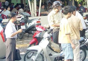 Sẽ cấm công chức say sưa buổi trưa