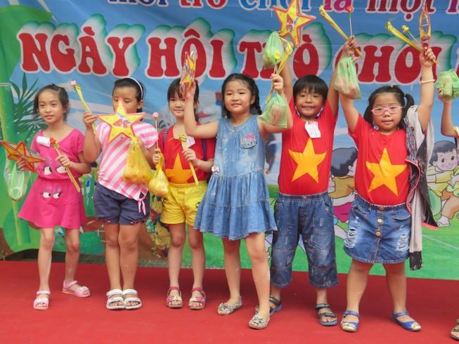 Trò tiểu học thích thú với ngày hội trò chơi dân gian