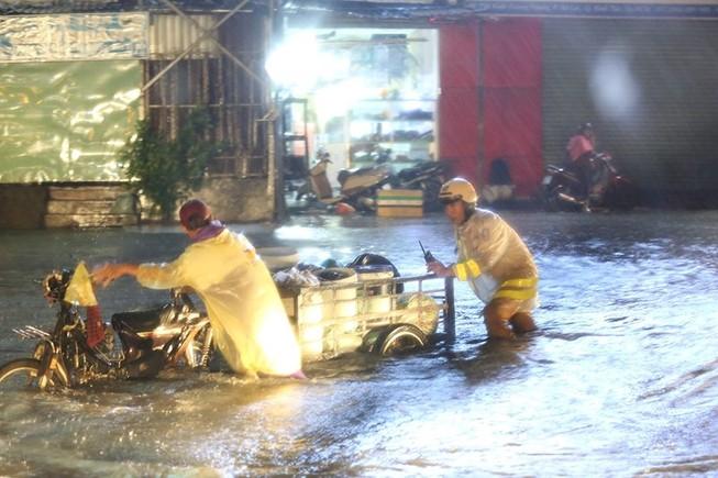 2 việc cần làm ngay khi xe bị chết máy do ngập nước